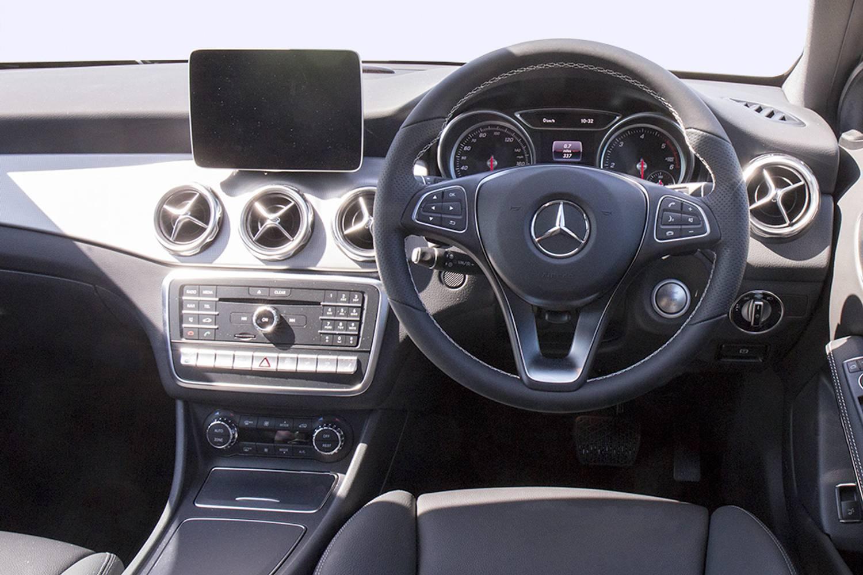 New mercedes benz gla class hatchback special edition gla for Mercedes benz gla class interior