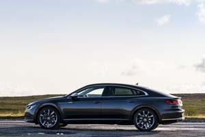 Side profile of the Volkswagen Arteon Thumbnail