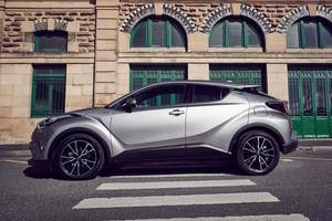 Side profile of the Toyota C-HR Thumbnail