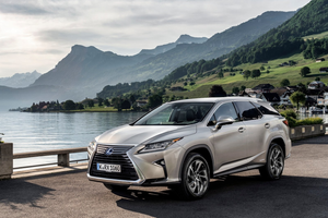 Front exterior shot of the Lexus RX L Thumbnail
