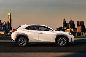 Side profile of the Lexus UX Thumbnail