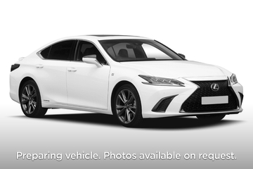 Lexus ES Saloon 300h 2.5 4dr CVT Front Three Quarter