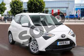 Toyota AYGO 1.0 VVT-i X-Play 5dr x-shift in Pure White at Listers Toyota Cheltenham