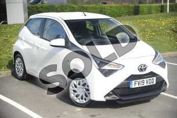 Toyota AYGO 1.0 VVT-i X-Play 5dr in White at Listers Toyota Lincoln