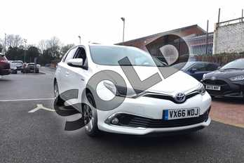 Toyota Auris 1.8 Hybrid Excel 5dr CVT in Pure White at Listers Toyota Grantham