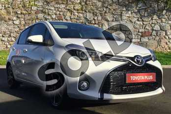 Toyota Yaris 1.33 VVT-i Design 5dr in White at Listers Toyota Grantham