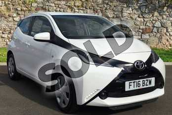 Toyota AYGO 1.0 VVT-i X-Play 5dr x-shift in White Flash at Listers Toyota Grantham