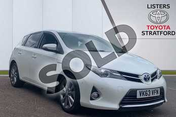Toyota Auris 1.8 VVTi Hybrid Excel 5dr CVT Auto in White at Listers Toyota Stratford-upon-Avon
