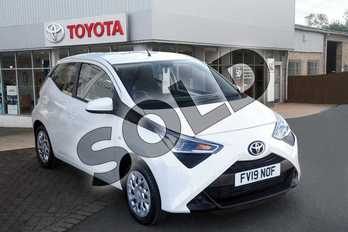 Toyota AYGO 1.0 VVT-i X-Play 5dr in White at Listers Toyota Grantham