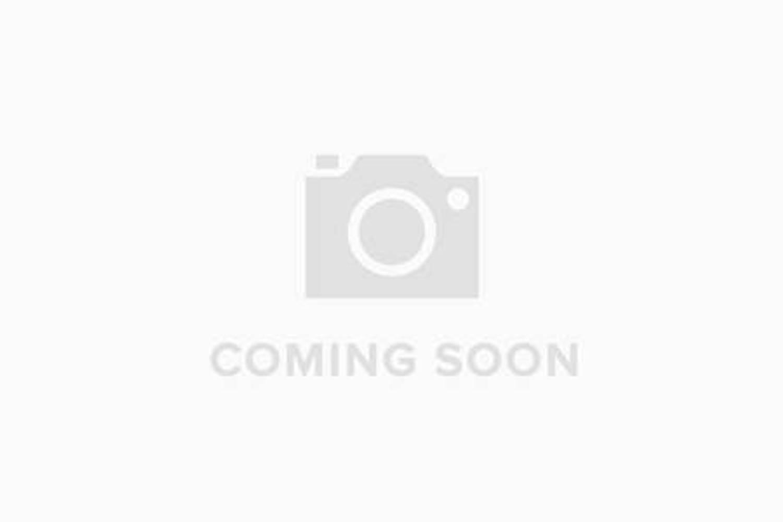 toyota yaris 1 5 hybrid blue bi tone 5dr cvt for sale at listers toyota grantham ref 243273. Black Bedroom Furniture Sets. Home Design Ideas
