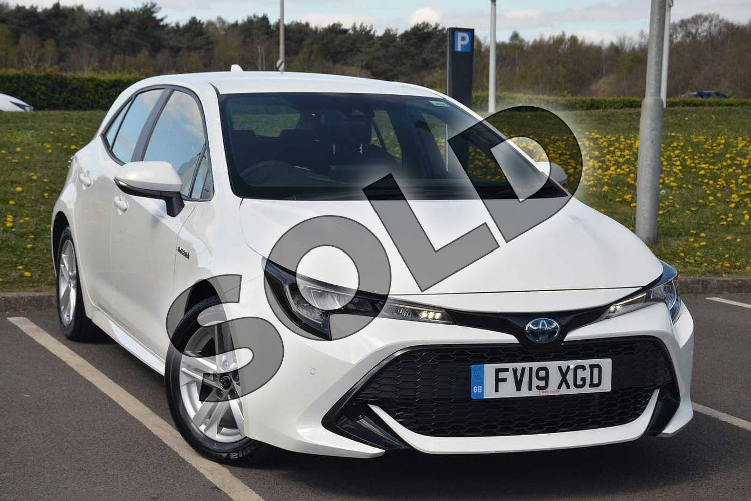 2019 Toyota Corolla Hatchback 1.8 VVT-i Hybrid Icon Tech 5dr CVT in White at Listers Toyota Lincoln