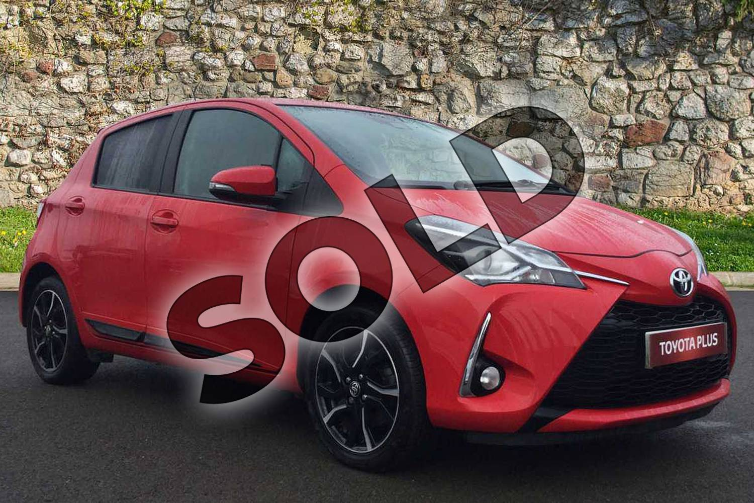 2017 Toyota Yaris Hatchback 1.5 VVT-i Design 5dr in Chilli Red at Listers Toyota Grantham