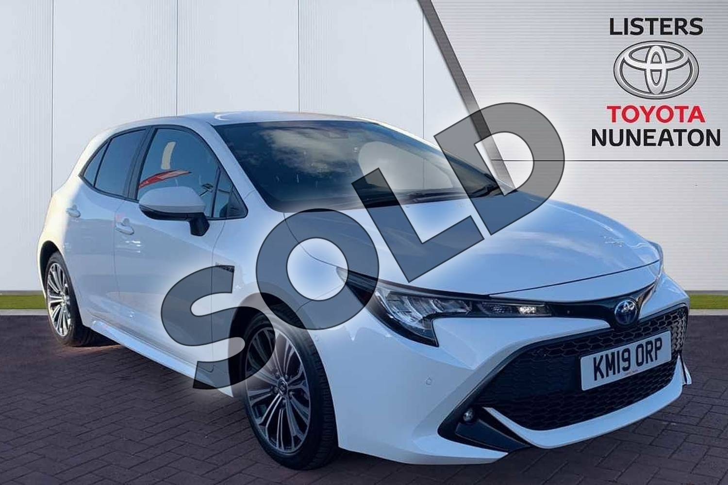2019 Toyota Corolla Hatchback 1.8 VVT-i Hybrid Design 5dr CVT in White at Listers Toyota Nuneaton