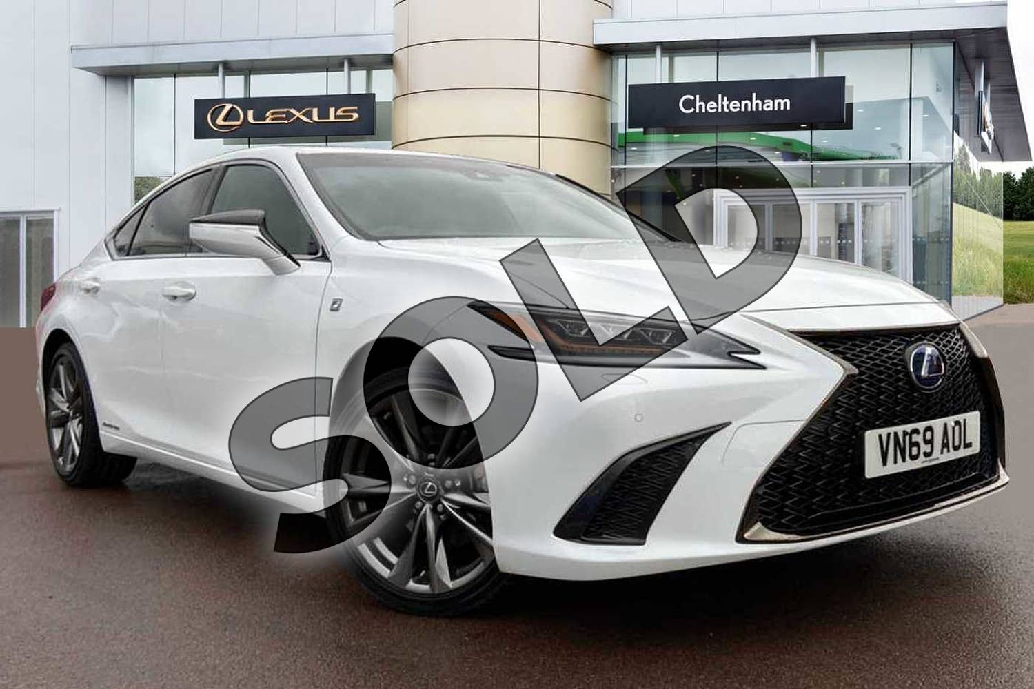 2019 Lexus ES Saloon 300h 2.5 F-Sport 4dr CVT (Tech/Safety Pack) in White at Lexus Cheltenham