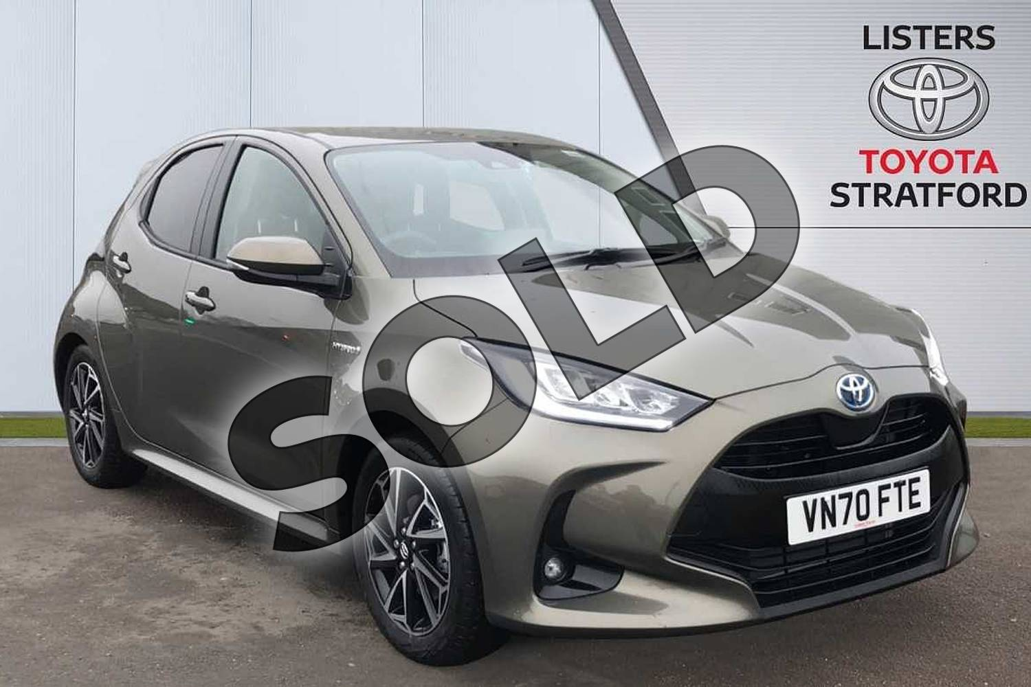 2020 Toyota Yaris Hatchback 1.5 Hybrid Design 5dr CVT in Green at Listers Toyota Stratford-upon-Avon