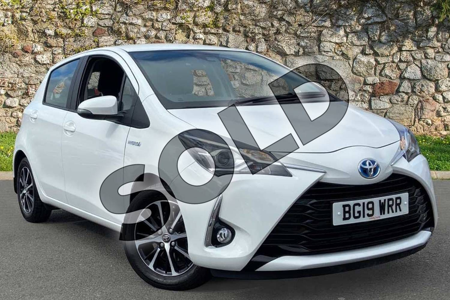 2019 Toyota Yaris Hatchback 1.5 Hybrid Icon Tech 5dr CVT in Pure white at Listers Toyota Coventry