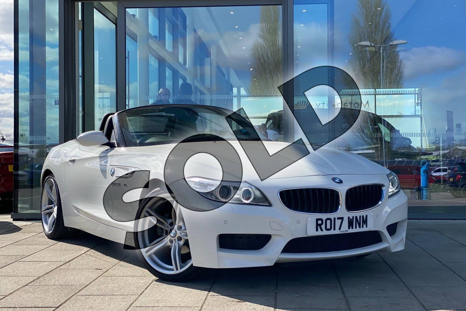 2017 BMW Z4 Series Z4 sDrive20i M Sport Roadster in Alpine White at Listers King's Lynn (BMW)