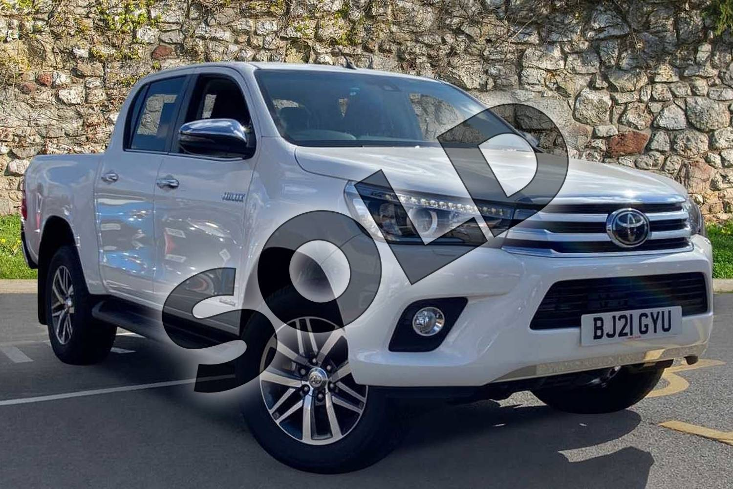 2021 Toyota Hilux Diesel Invincible D/Cab Pick Up 2.4 D-4D Auto in White at Listers Toyota Coventry