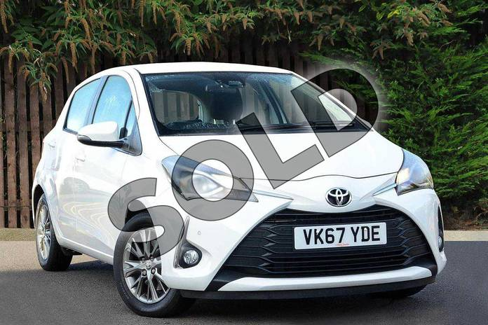 Picture of Toyota Yaris 1.5 VVT-i Icon Tech 5dr in White