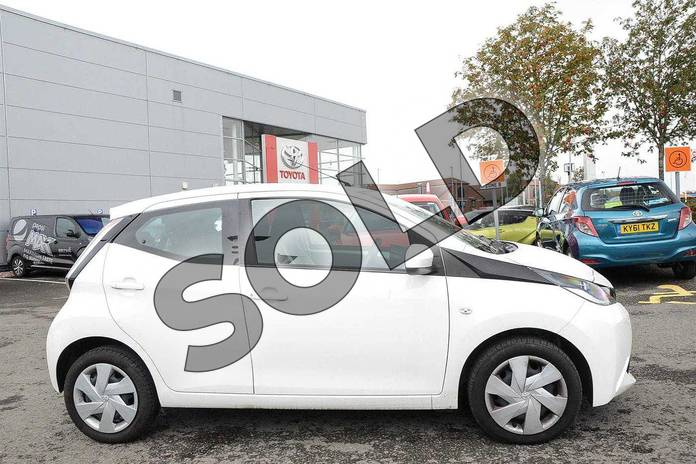 Image sixteen of this 2017 Toyota AYGO Hatchback 1.0 VVT-i X-Play 5dr in White at Listers Toyota Nuneaton