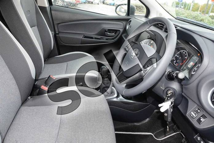 Image fourteen of this 2019 Toyota Yaris Hatchback 1.5 VVT-i Y20 5dr (Bi-tone) in Black at Listers Toyota Nuneaton