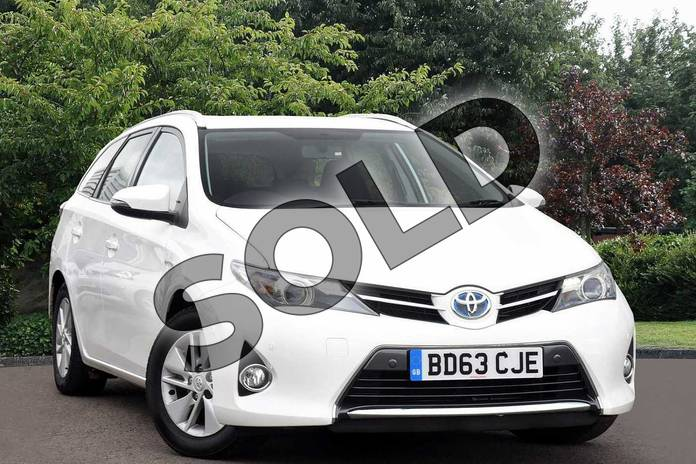 Picture of Toyota Auris Touring Sport 1.8 VVTi Hybrid Icon 5dr CVT Auto in White