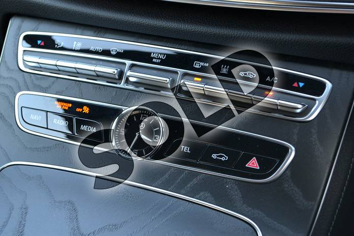 Image twenty-four of this 2020 Mercedes-Benz E Class Diesel Saloon E300de AMG Line Premium 4dr 9G-Tronic in Polar White at Mercedes-Benz of Hull