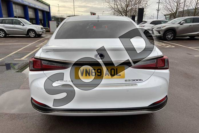 Image ten of this 2019 Lexus ES Saloon 300h 2.5 F-Sport 4dr CVT (Tech/Safety Pack) in White at Lexus Cheltenham