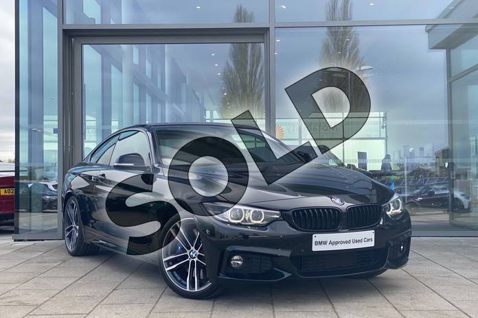 Picture of BMW 4 Series 440i M Sport 2dr Auto (Professional Media) in Black Sapphire metallic paint