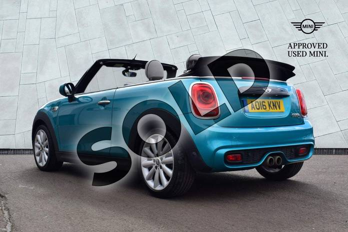 Image eighteen of this 2016 MINI Convertible Cooper S  in Caribbean Aqua at Listers Boston (MINI)