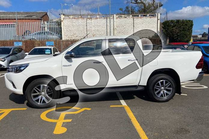 Image seventeen of this 2021 Toyota Hilux Diesel Invincible D/Cab Pick Up 2.4 D-4D Auto in White at Listers Toyota Coventry